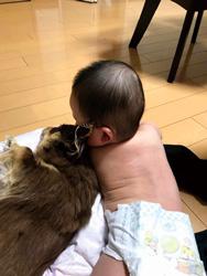 「赤ちゃんの初めてのお友達」  内山 千恵